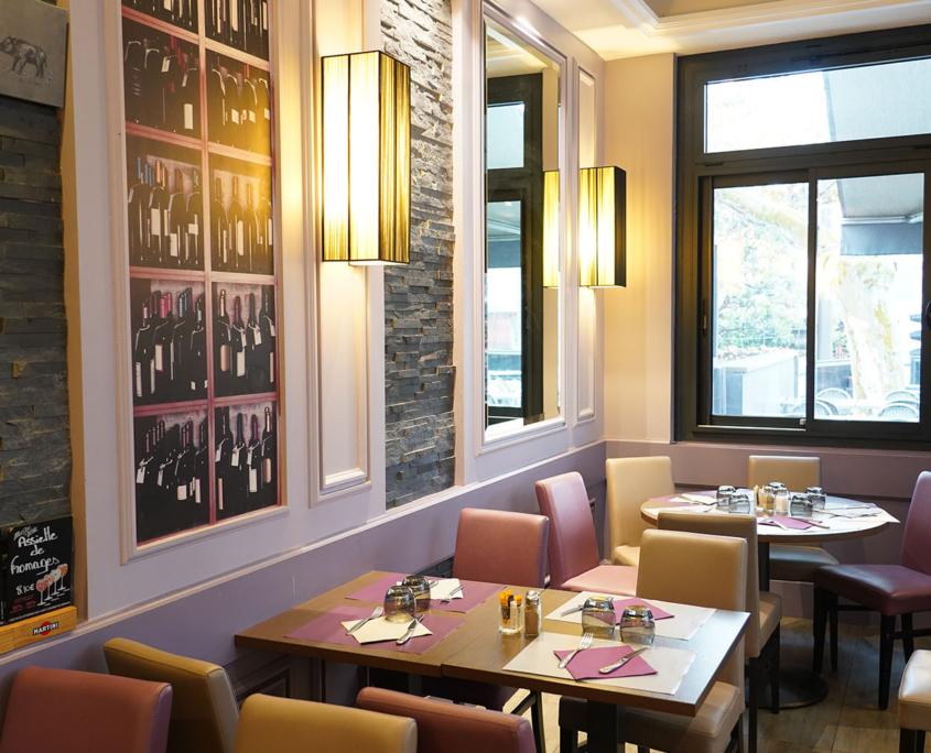 l'Amorena salle de restaurant lumière